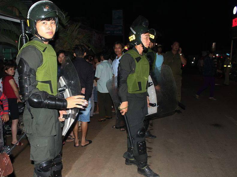 Trăm cảnh sát vây bắt kẻ dùng súng bắn chết nữ sinh lớp 11