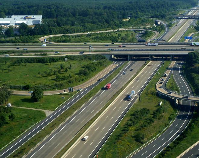 Tại sao Autobahn tại Đức không giới hạn tốc độ như Mỹ?