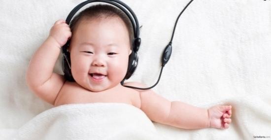 5 hành động quen thuộc của cha mẹ gây tổn thương thính giác của trẻ