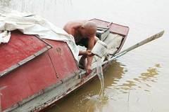 Kí ức đau lòng của người vớt 600 xác chết trên sông Hồng