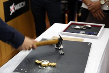 Hà Nội: Bỏ 200 triệu vẫn mua phải đồng hồ fake