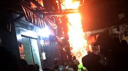 Cháy ở phố Tây Sài Gòn, du khách nháo nhào tháo chạy