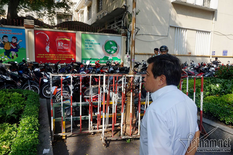 Ông Đoàn Ngọc Hải trảm bãi giữ xe trước cổng UBND quận 1 - ảnh 4