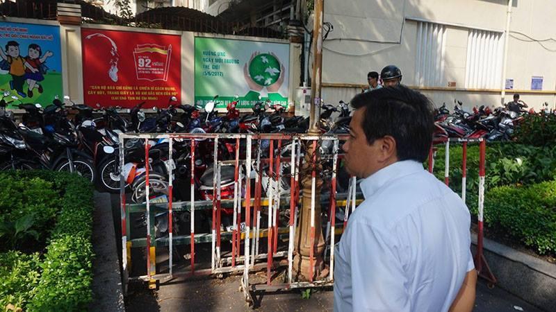 Ông Đoàn Ngọc Hải 'trảm' bãi giữ xe trước cổng UBND quận 1