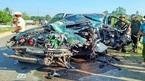 Ô tô con đối đầu xe tải nát bét, 3 người trọng thương