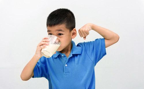 Vì sao uống sữa hàng ngày giúp gia đình bạn năng động?