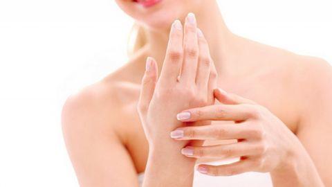 Chăm sóc da tay thể nào để trẻ hóa đôi tay