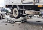 Tông xe liên hoàn trên quốc lộ, tài xế khóc thét trong ô tô biến dạng