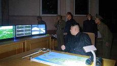 Kim Jong Un đã xem kế hoạch tấn công gần Guam