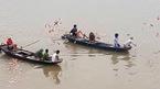 Rải vàng mã giữa sông tìm thanh niên nhảy cầu