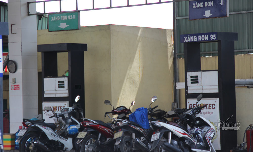 Cây xăng, ki-ốt 'xả hàng' trả đất quốc phòng ở Tân Sơn Nhất