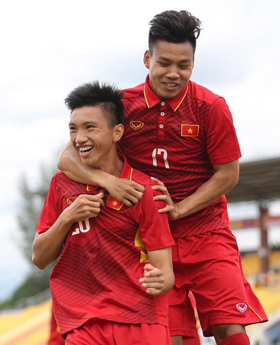 Chiếu chậm pha ăn mừng bàn thắng SEA Games đầu tiên của Văn Hậu