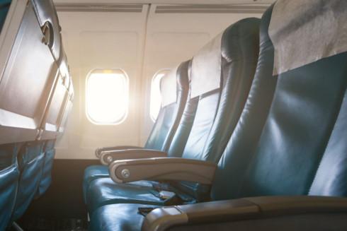 Vì sao ghế ngồi máy bay thường có màu xanh?