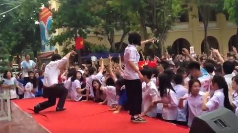 thầy giáo nhảy