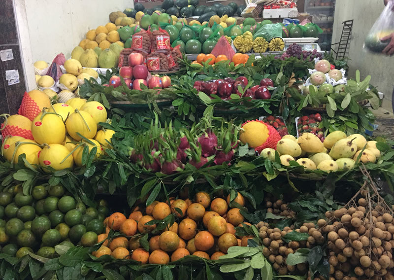 Nông dân ế ẩm, nhà giàu chi 15.000 tỷ ăn hàng ngoại