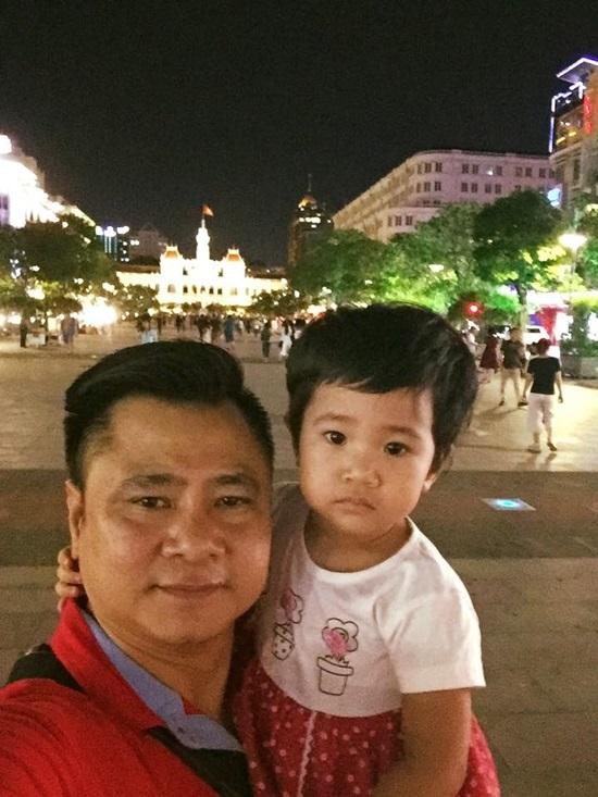 Hồ Ngọc Hà thân mật ôm mẹ 'người tình tin đồn' Kim Lý tại nhà riêng
