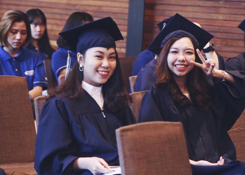 Bỏ trường tuyển thẳng vì điểm tiếng Anh đứng chót, nữ sinh giành học bổng Mỹ