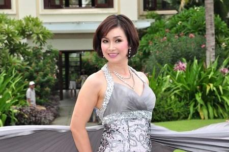 Vẻ đẹp bất chấp thời gian của Hoa hậu thấp nhất Việt Nam