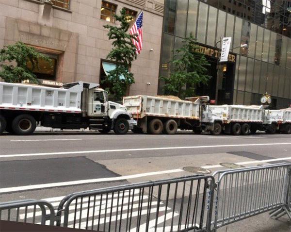 Donald Trump, Tháp Trumnp, xe tải chở cát