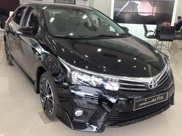 Toyota Corolla Altis 2.0V tại Việt Nam đang 'ế' nặng