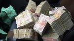 Khách mang tiền lẻ đi mua nhà, siêu xe khiến nhân viên đếm tiền 'khóc thét'