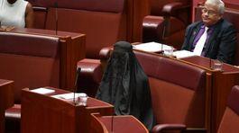 Quốc hội Úc hốt hoảng vì nữ nghị sĩ trùm đồ đen kín mít