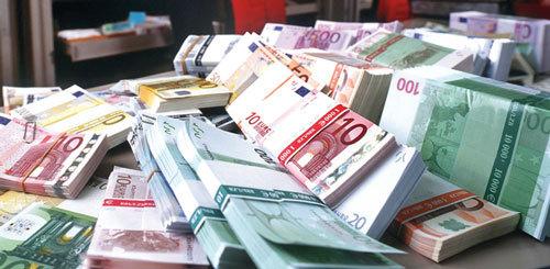Tỷ giá ngoại tệ ngày 18/8: USD tăng trong bất ổn