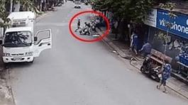 Rùng mình trước cảnh ẩu đả có hung khí ngay trên phố của tài xế xe tải