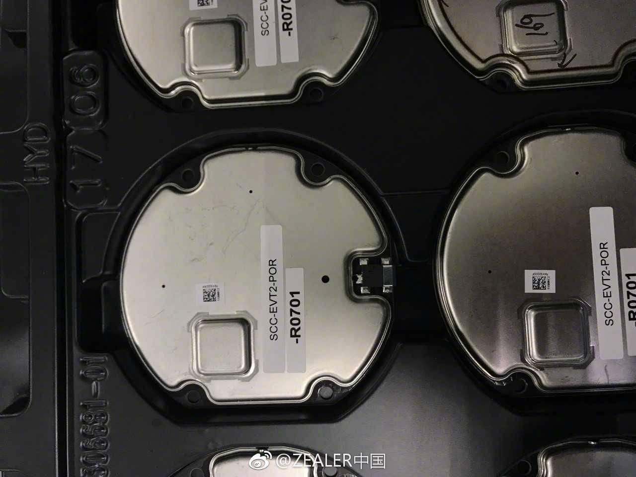 Cận cảnh bộ sạc không dây mới của Apple iPhone 8