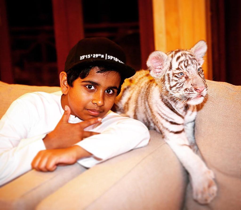 Thiếu gia Dubai 15 tuổi ngập trong hàng hiệu, nuôi 400 động vật