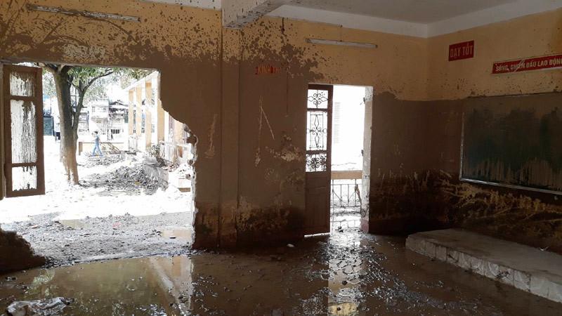 Trường học Mù Cang Chải tan hoang sau lũ quét