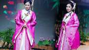 Diễn viên Việt Trinh làm người mẫu ở tuổi 45