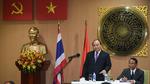 Thủ tướng thăm Đại sứ quán Việt Nam tại Thái Lan