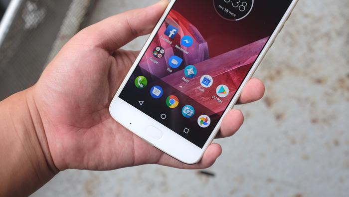 Moto Z2 Play: Smartphone kiêm máy chiếu, giá 19 triệu