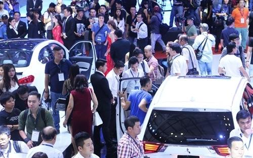 Ô tô tại Việt Nam: Sau bão giảm giá là đến mưa dầm?