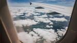 Vì sao cần mở màn cửa sổ khi máy bay cất và hạ cánh?