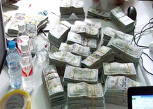 Chuyển lậu gần 1 triệu USD từ Trung Quốc vào Việt Nam