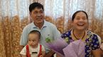 Kỳ tích, cô giáo 60 tuổi sinh quý tử, nuôi con bằng sữa mẹ