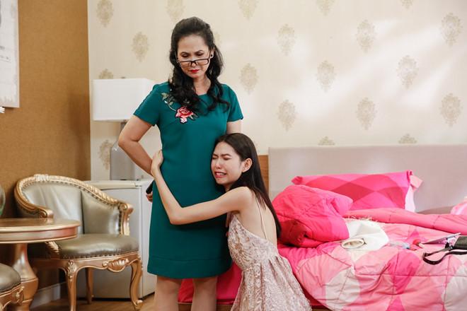 'Mẹ chồng' Lan Hương khiến thí sinh next top phát hoảng