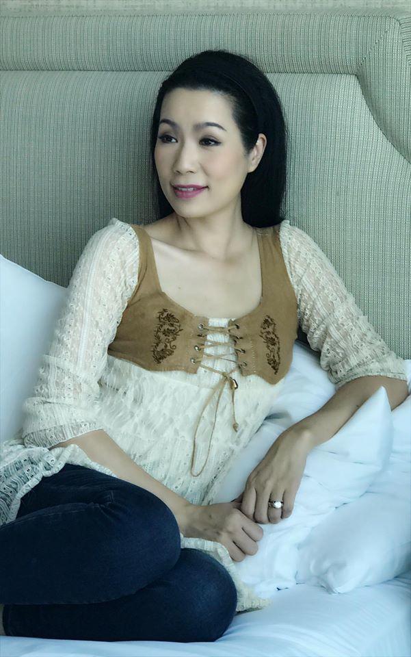 Á hậu Trịnh Kim Chi U50 vẫn gợi cảm không ngờ