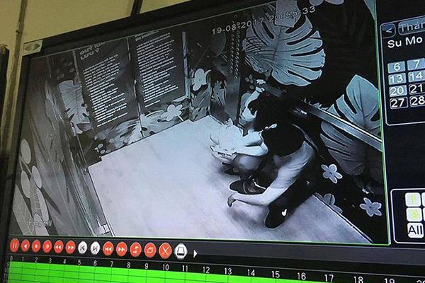 Mắc kẹt trong thang máy, đôi nam nữ nhập viện