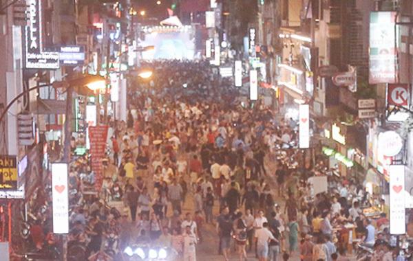 Hàng nghìn người đổ về phố đi bộ Bùi Viện ngày khai trương