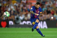 """Messi có """"hat-trick"""" cột dọc, Barca mở màn suôn sẻ"""
