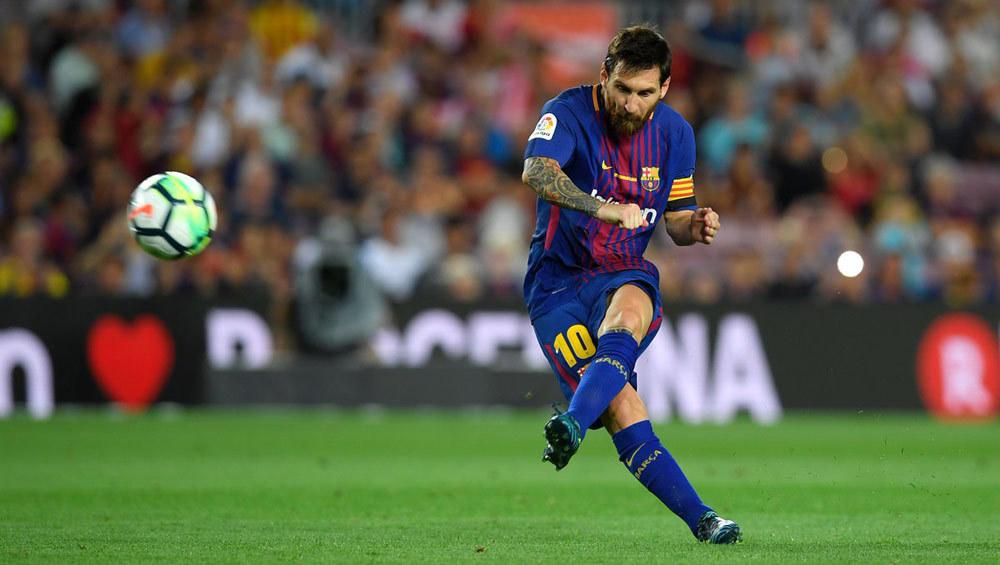 Messi có 'hat-trick' cột dọc, Barca mở màn suôn sẻ