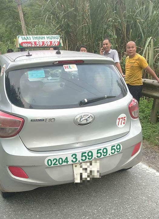 Chủ quán ăn bắt 2 kẻ cướp taxi manh động đang chạy trốn