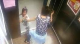 Cảnh báo: Mẹ mải dùng điện thoại, con bị thang máy 'nuốt tay'