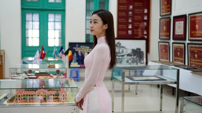 Cô giáo cũ nói gì về Hoa hậu Đỗ Mỹ Linh?
