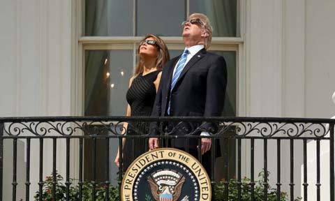 TT Trump háo hức xem nhật thực toàn phần