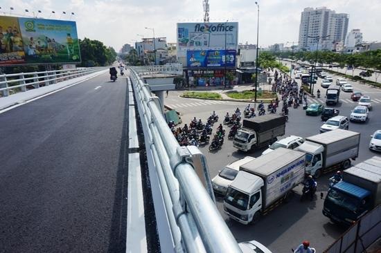 Giải tỏa quyết định đình chỉ thi công cầu vượt 'giải cứu' Tân Sơn Nhất