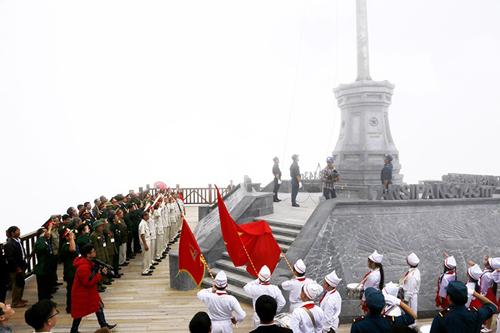 Chào cờ trên Nóc nhà Đông Dương, những cảm xúc khác biệt